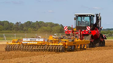 Working demonstration photo of the Brock SuperTill 530 at Cereals 2015